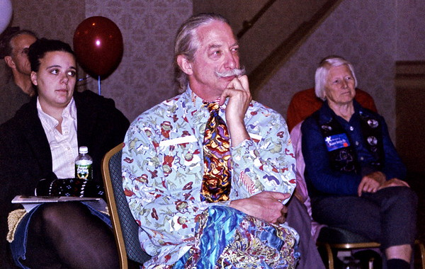 03.12.28 Patch Adams and Susan Parenti Campaign for Dennis Kucinich in Portland