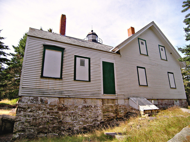 The original federal title to the land was found to be faulty so a compromise was negotiated whereby the Lighthouse Board kept the land for the lighthouse station and a right of way from the boat landing.