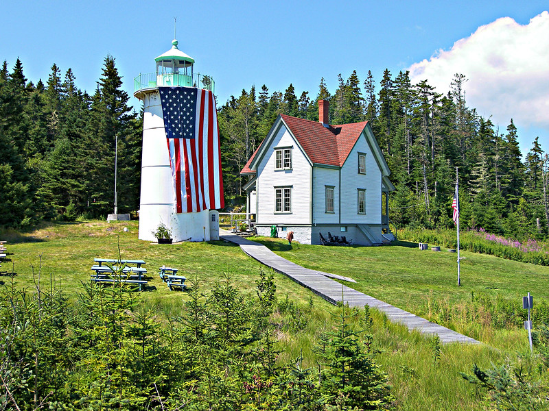 Congress appropriated $5,000 in March 1847 for the erection of the Little River Lighthouse.   By early 1848 a 23 foot conical granite tower was completed with an attached 1½ story Keeper's dwelling.