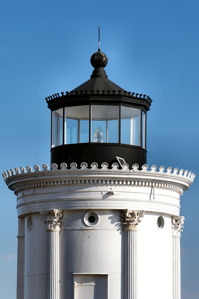 The light continued its use of the sixth order Fresnel lens in the new tower, but its characteristic was changed from a fixed light to an occulting light.  A hand rail along the length of the breakwater was added in 1886.