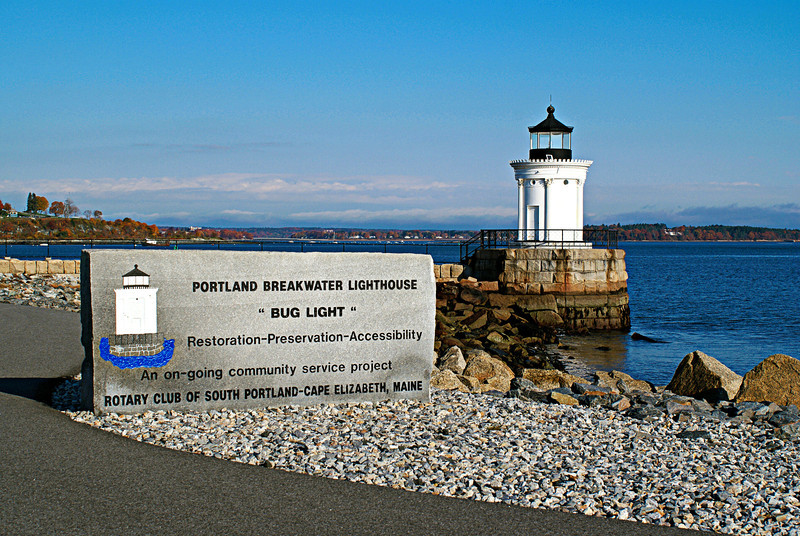 At the outbreak of World War II the light was extinguished. Shipyards built next to the breakwater expanded and filled in the area until the light was only 100 yards offshore.