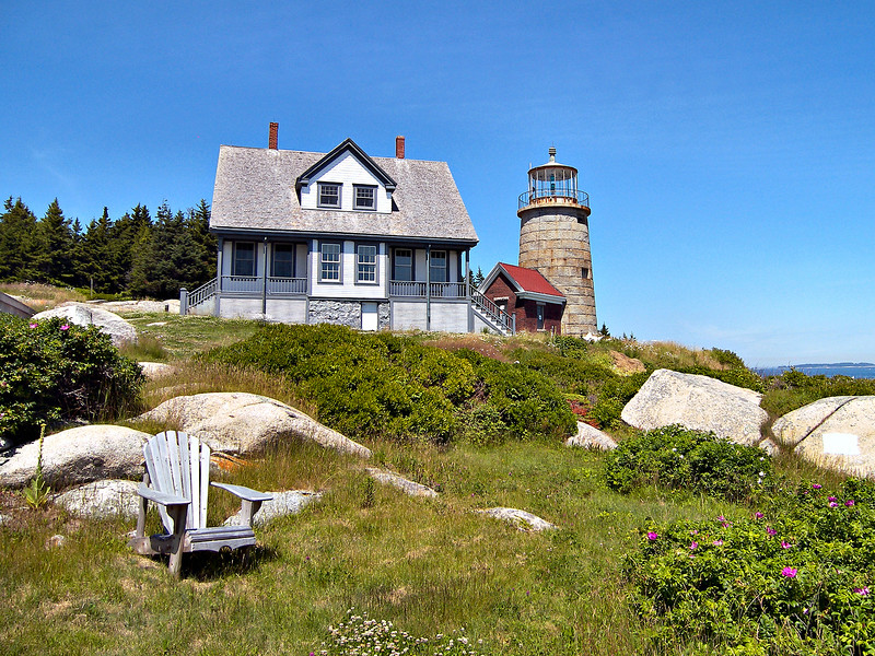 In one of the early Lighthouse Service scandals Keeper Ellis Dolph was dismissed from his position for selling oil intended for the lighthouse to the local populace. In 1831 a new granite tower and a keepers dwelling were built. The new tower went into service in September 1831.