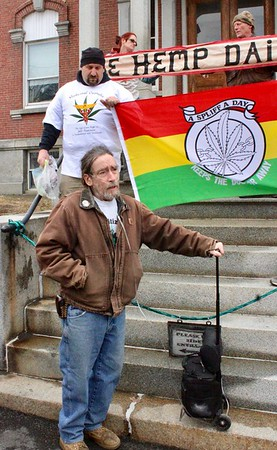 18.04.16 Patriots Day Smoke-In at the Somerset County Courthouse in Skowhegan
