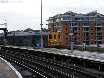 1001 draws into platform 7 at Cannon Street