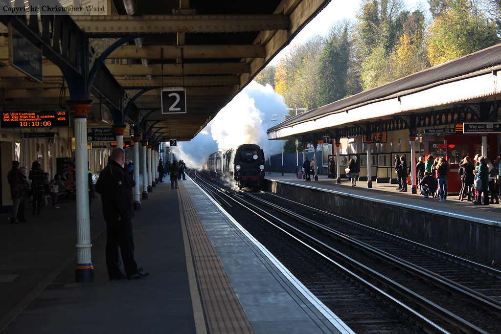 Tangmere blasts through Winchester on her way to Waterloo. Once more.