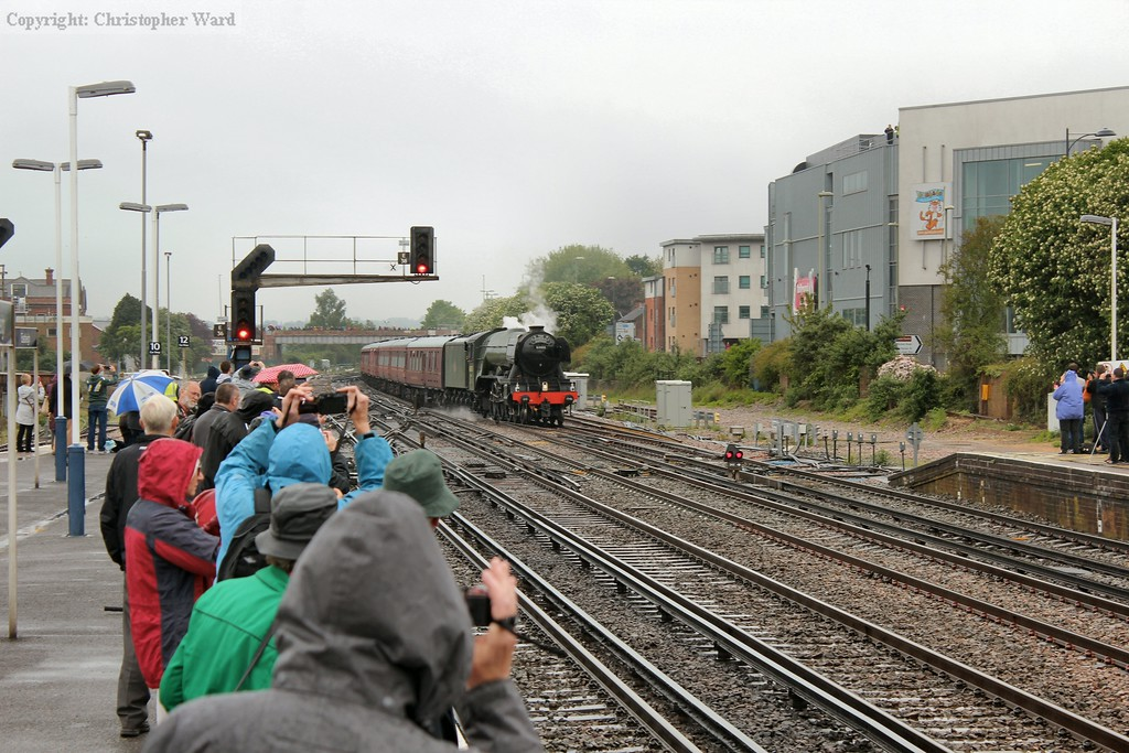 Scotsman slowly approaches a packed Eastleigh station