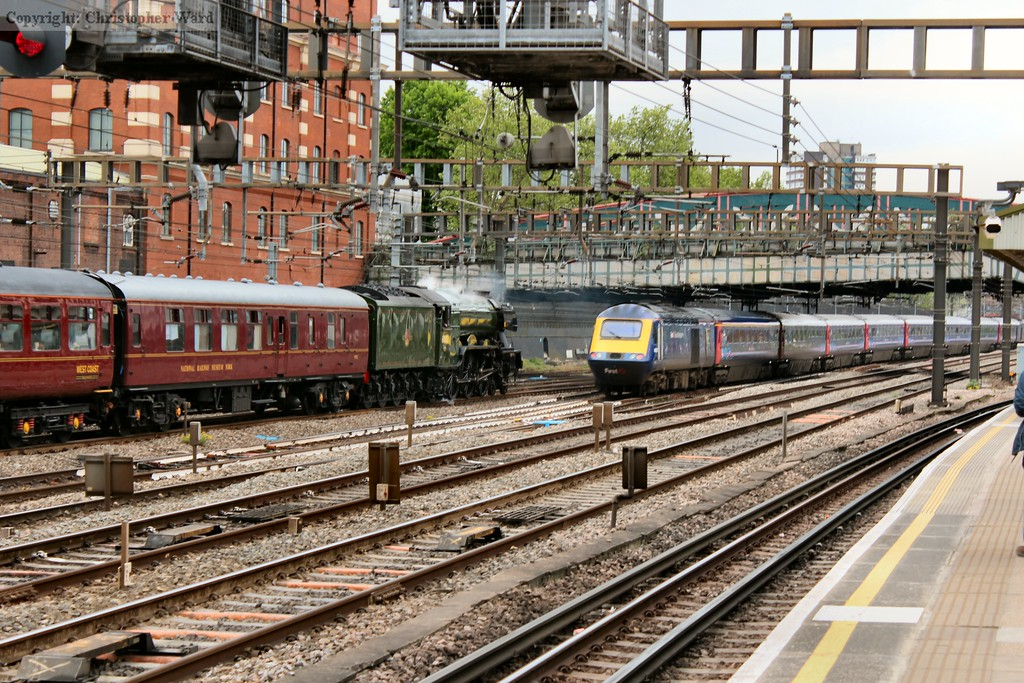 Two British railway design icons meet briefly as an HST leave Paddington for South Wales passing Flying Scotsman on the way into Paddington
