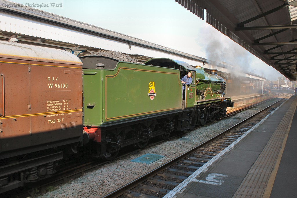 5043 shunts the train back through the station prior to taking up position for departure