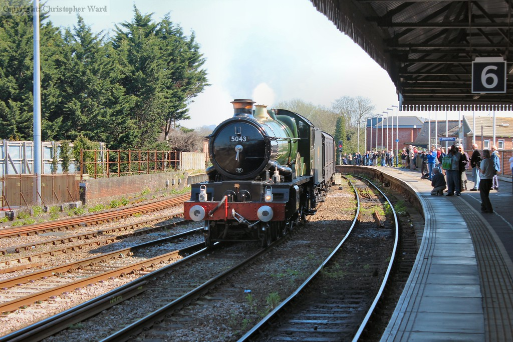 "5043 coasts into Salisbury at the head of ""The Moonraker"" tour from Solihull"