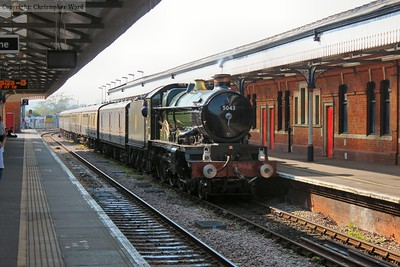 5043 propelling the train back through the disused platform 1