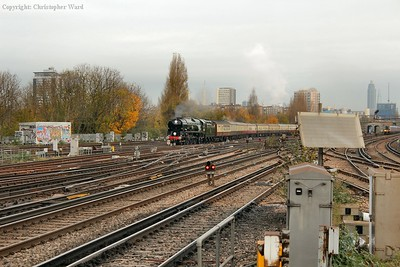 Clan Line approaches Clapham Junction with her Hampshire circular