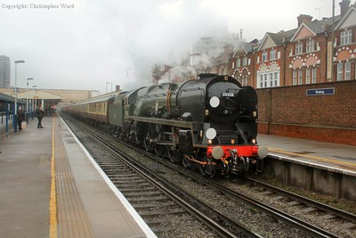 35028 rolls into the platform to drop off the first set of diners