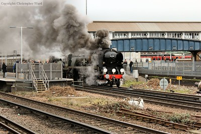 35028 pulls away from the Clapham stop