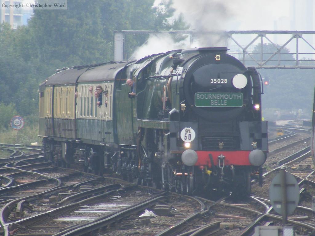 35028 passes through Clapham Junction