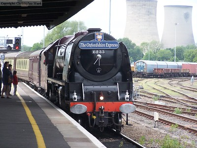 The Oxfordshire Express arrives at Didcot Parkway