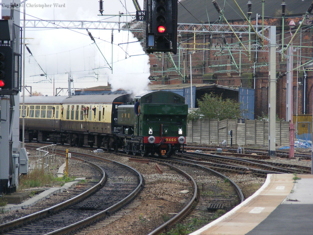 9466 arrives at Wolverhampton