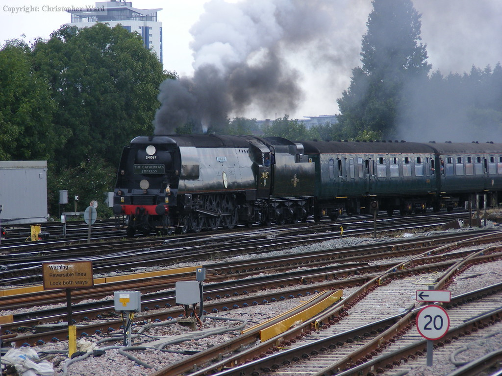 Tangmere slows for the Clapham pick-up