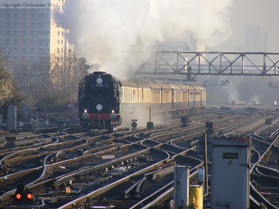 35028 passes through Clapham Junction