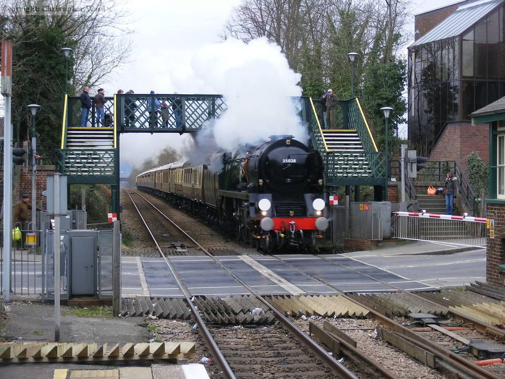 35028 steams through Reigate town centre
