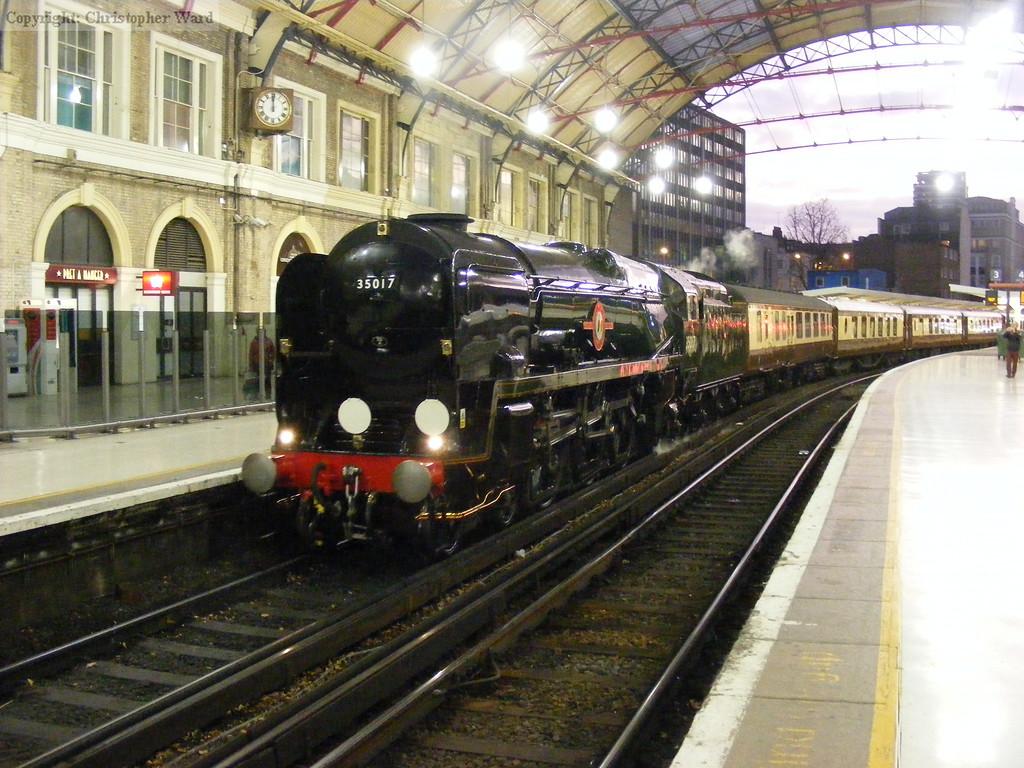 35017 returns to Victoria