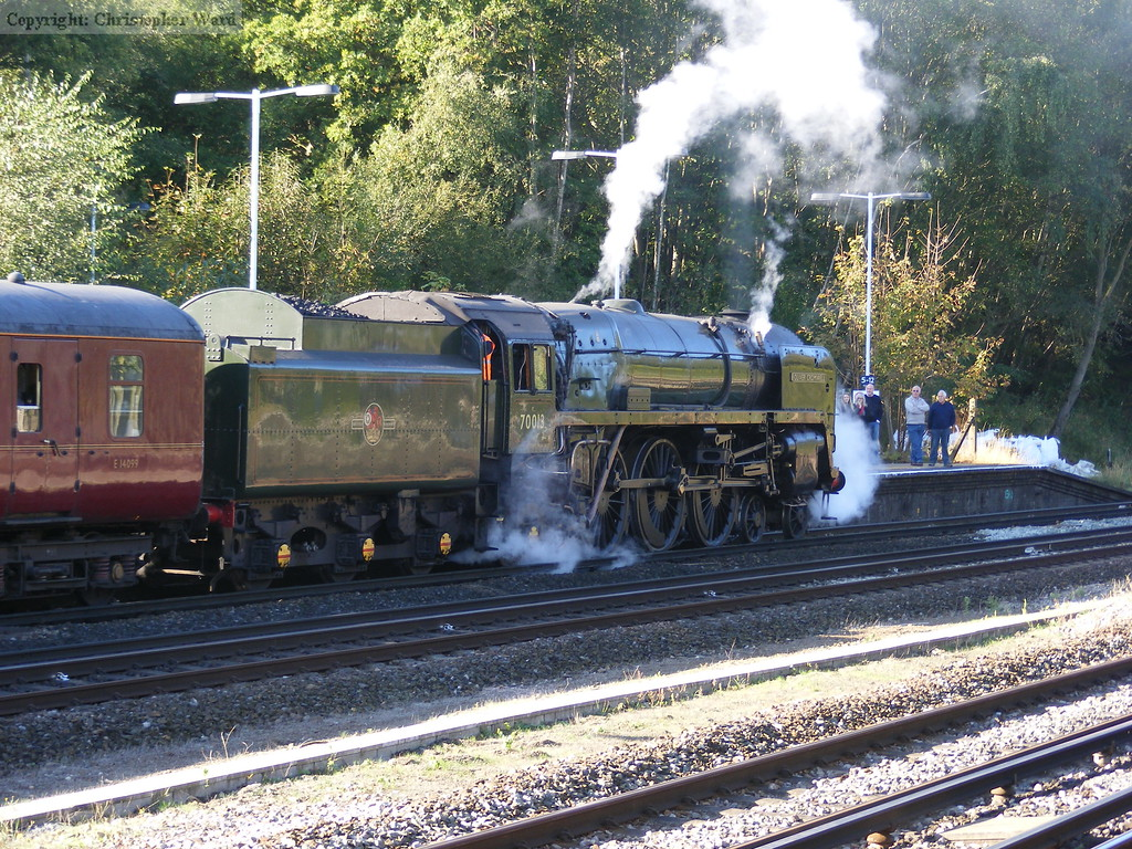 70013 brews up for the departure