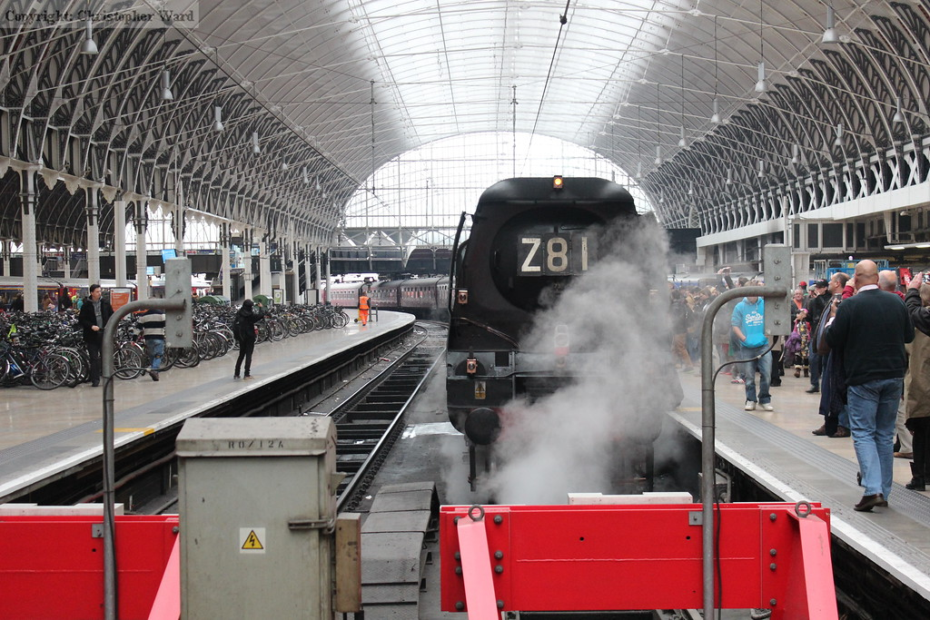 Tangmere at the 'stops at Paddington. Although an hour late, Paddington is the home of FGW trains, and is, as such, used to lengthy delays