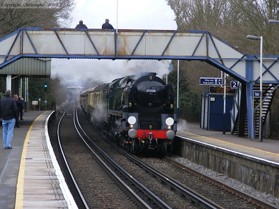 35028 tears through Worplesdon with the luncheon special