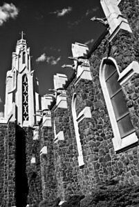 flagchurch2bw_distort