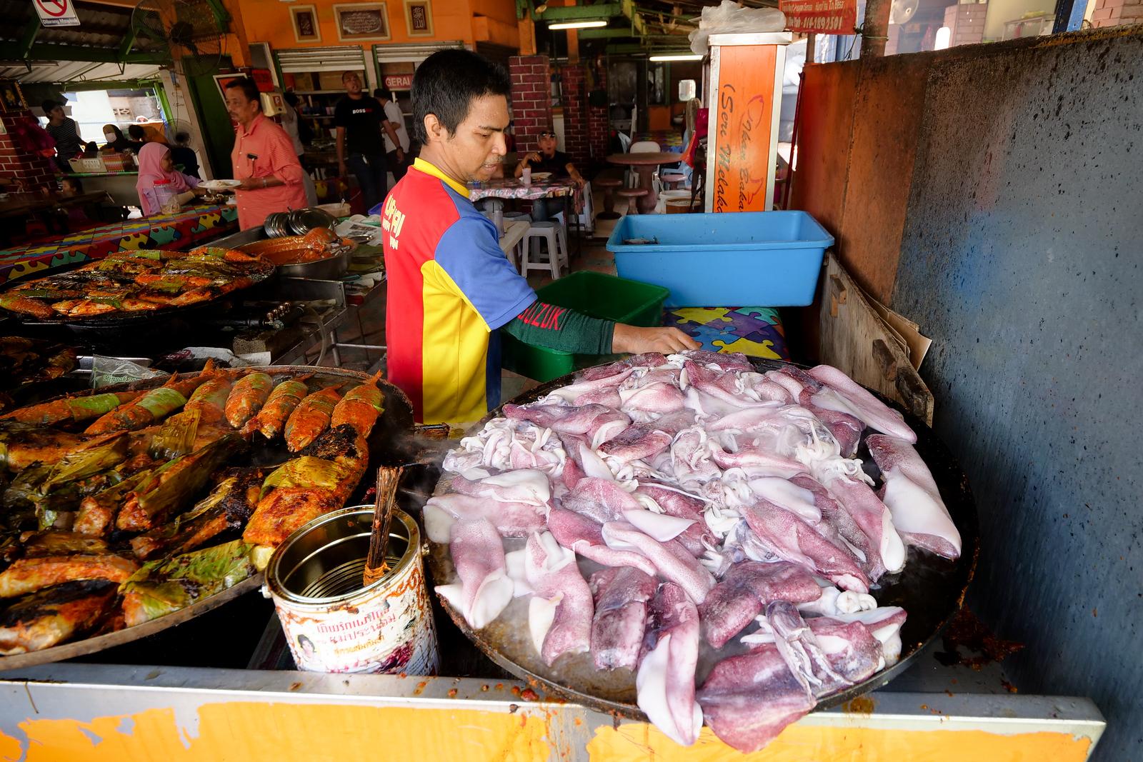 Visit Ikan Bakar Bellamy, the stall you are going to look for first is Ikan Bakar Seri Melaka