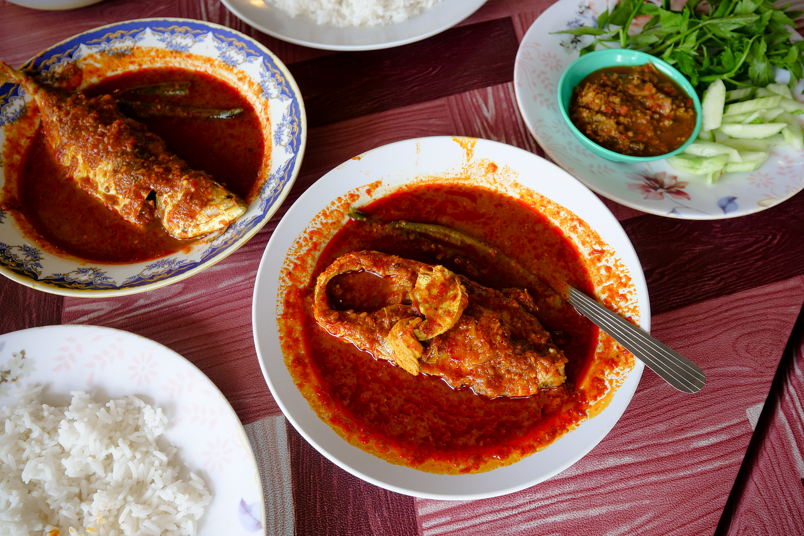 A truly amazing meal of Asam Pedas in Melaka, this is one restaurant that will keep me coming back for more
