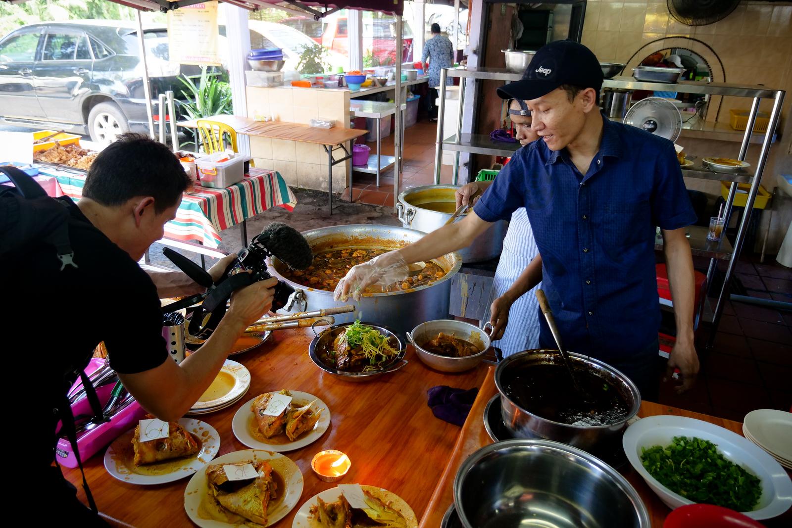 美妙而友好的员工在这里,今天在Tugu View Cafe今天访问它们