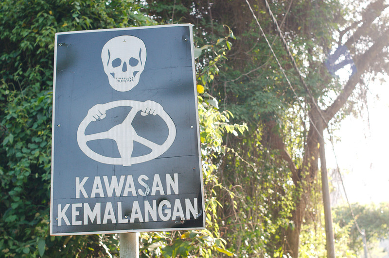 Warning to drivers on the climb at the Thai-Malaysia border