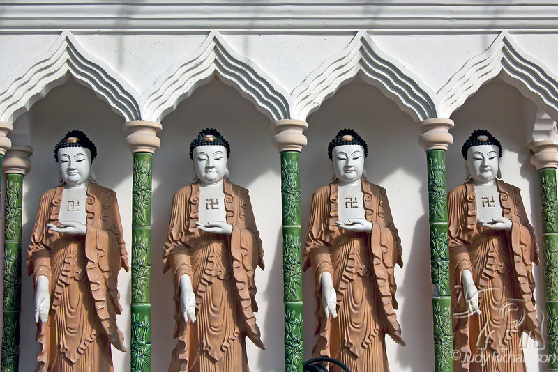 Line of Buddhas in Kek Lok Si Temple.