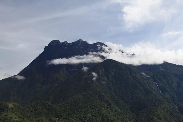 Góra Kinabalu - jest widoczna tylko rano, później tonie w chmurach