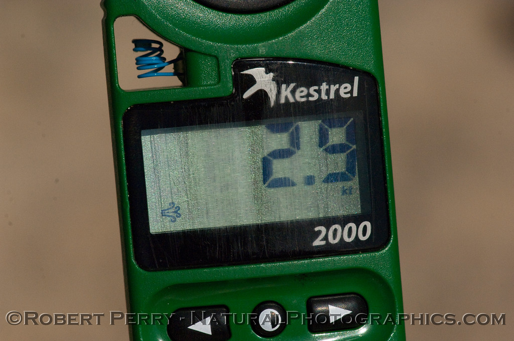 The Kestrel 2000 thermoanemometer reading wind speed 2.9 kts.