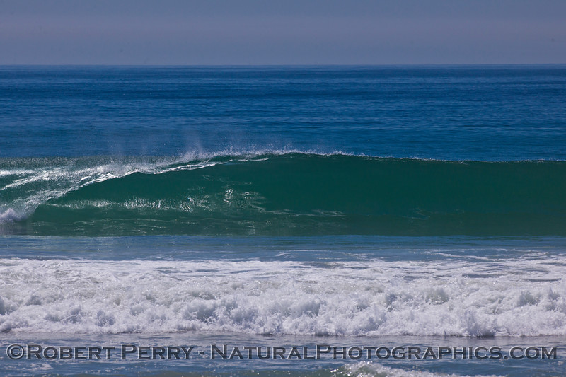 Light offshores and a glassy wave.