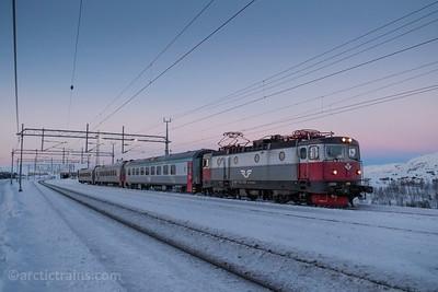 SJ SSRT Rc6 Passenger service no 95 Narvik - Luleaa at Bjoernfjell st 2014-13-12