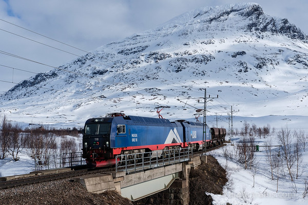 LKAB Iore 118 Murjek +  126 Sandskär haul loaded F050 wagons in service 9914 at Katterjakk hp 2016-04-19 16:20. Photo by Terje Storjord