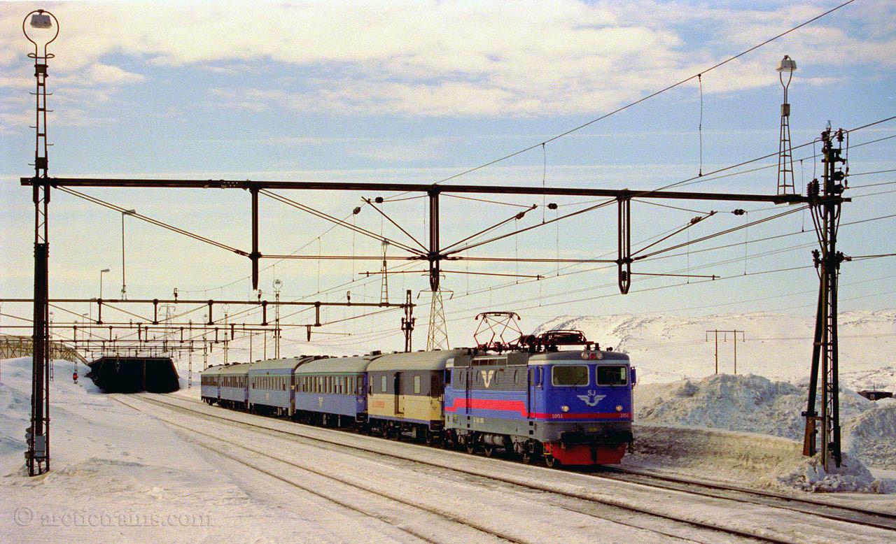 SJ Rc3 1051 Vassijaure st 1998-13-04 by TS