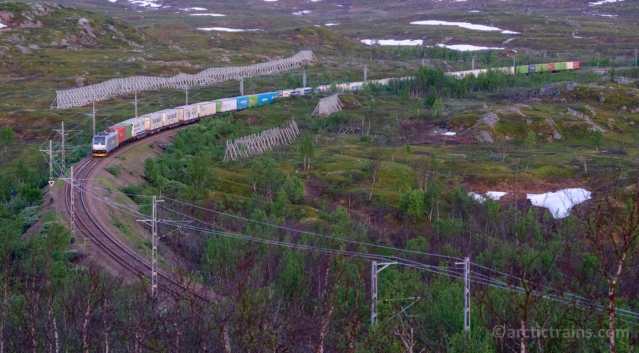 MIDNIGHT TRAIN: CargoNet Br 185 in  Arctic Rail Express service Narvik-Oslo at Katterjaakka (between Riksgränsen and Vassijaure) 2015-14-07 01:56