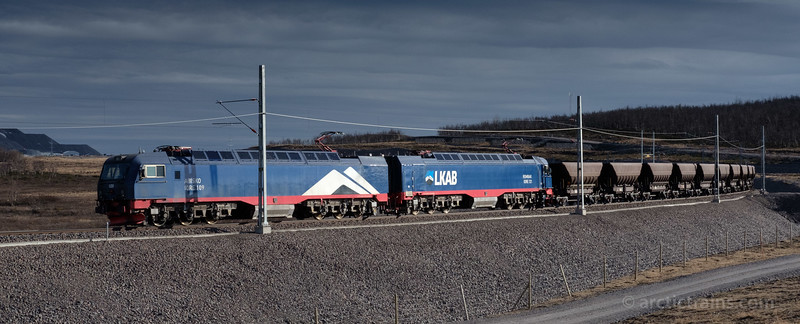LKAB Iore 121 Rombak + 109 Abisko with F050s on Kiruna's new track, 2016-05-21 at 18:08. Photo: Terje Storjord.