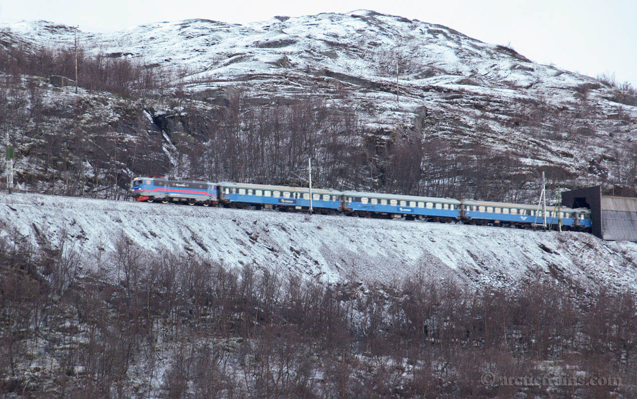 Connex SSRT Rc6 1329 train 95 Låktajåkka 2005-11-05 by TS