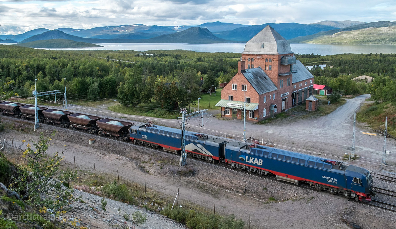 LKAB IORE 116 Stordalen + 118 Murjek F050s with Olivine in train 9911 at Tornetrask st 2014-08-26.  Photo by Terje Storjord