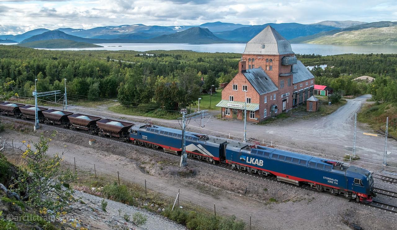 LKAB IORE 116 Stordalen + 118 Murjek F050s with Olivine in train 9911 at Tornetrask st 2014-08-26.  Photo by Terje Storjord