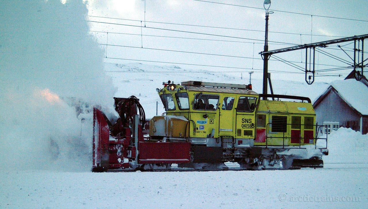 BV rotary snow plow Vassijaure st 2001-11-16 by TS