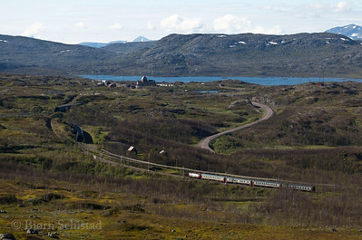 SJ Rc6 in service 96 arrives at Vassijaure st. 2012-04-08 17:49. Photo by Bjorn Schistad.