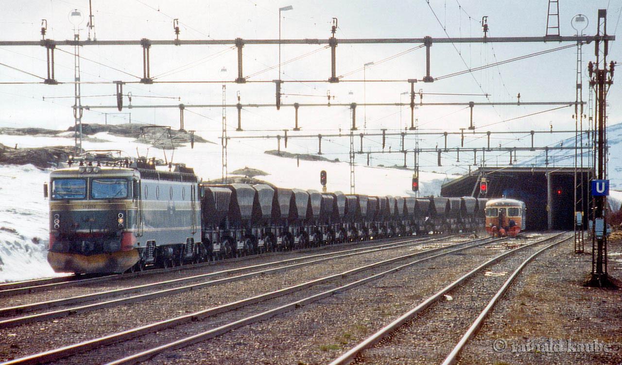 NSB El 15 Uad SJ Y6 Vassijaure st 1993-06-01 by Rainald Kaube