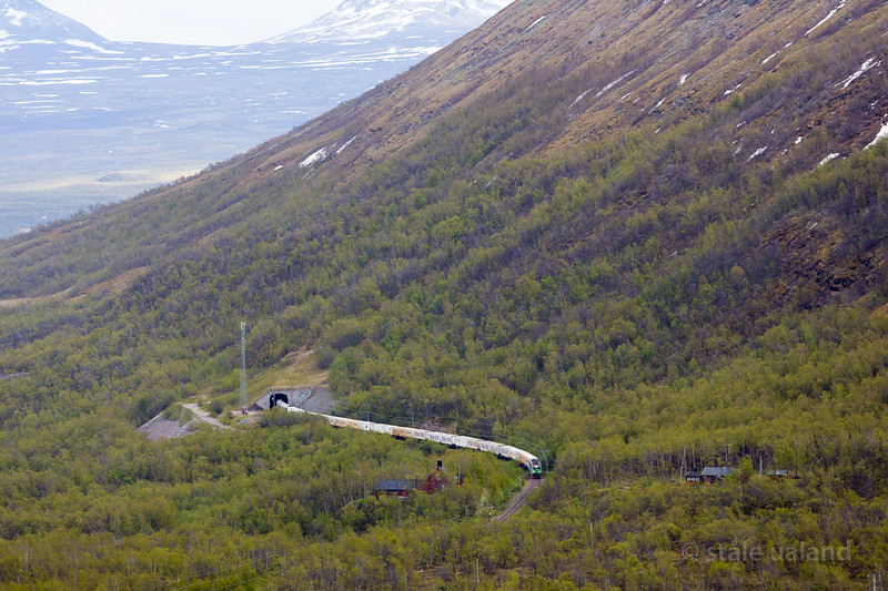 2 x Green Cargo Rcs in Northern Rail Express Oslo-Narvik, service 4006, out of Nuolja tunnel at Bjorkliden, 2016-05-06 18:09. Photo by Staale Ualand.