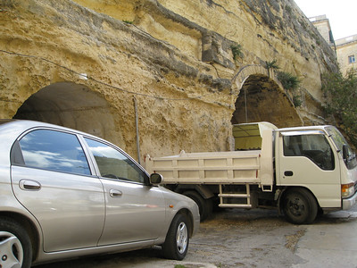 Valletta Stn 6 Entrance and Yellow Garage Mar 08