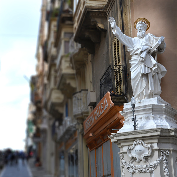 Statue of St. Paul in Valletta. 2018.
